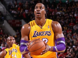 when-dwight-steps-to-the-line-kobe-needs-something-to-gnaw-on-getty-images